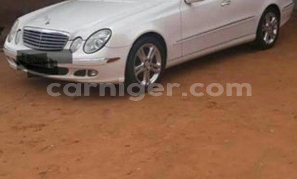Acheter Occasion Voiture Mercedes Benz E–Class Blanc à Niamey, Niamey