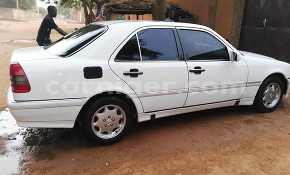 Acheter Occasion Voiture Mercedes Benz C–Class Blanc à Niamey, Niamey