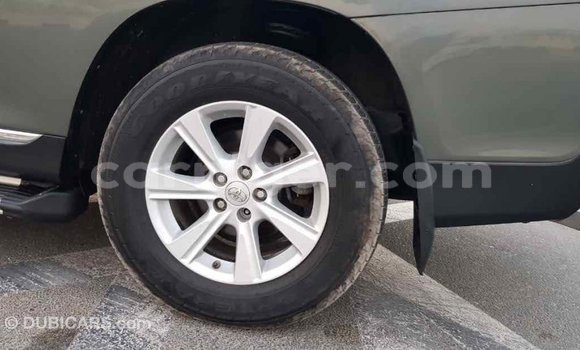 Acheter Importé Voiture Toyota Highlander Vert à Import - Dubai, Agadez
