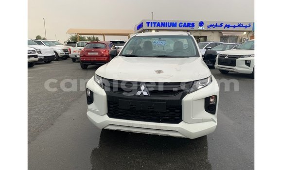 Medium with watermark mitsubishi l200 agadez import dubai 5674
