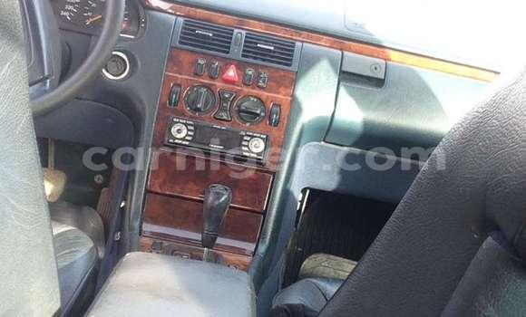 Acheter Occasion Voiture Mercedes Benz 200 Gris à Niamey, Niamey