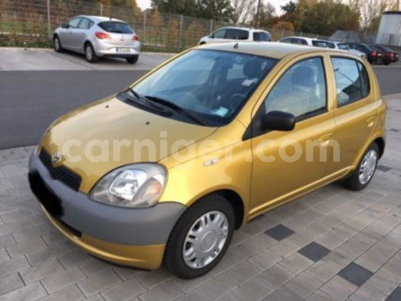 Big with watermark toyota yaris 1